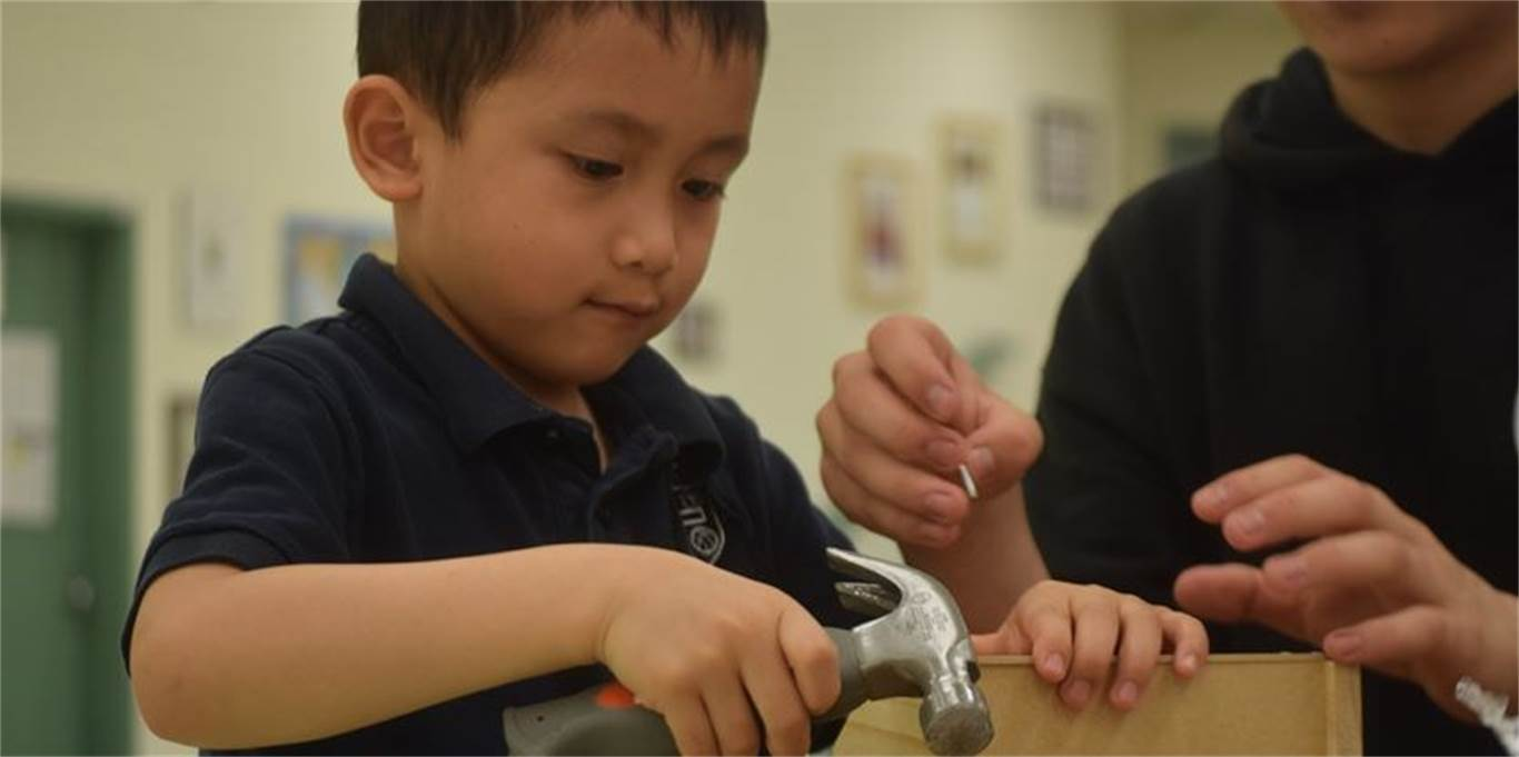 Kindergarten student Lorenzo Ilagan adjusts the sides of his tool box. Photo by Laura Lennie, Stoney Creek News.
