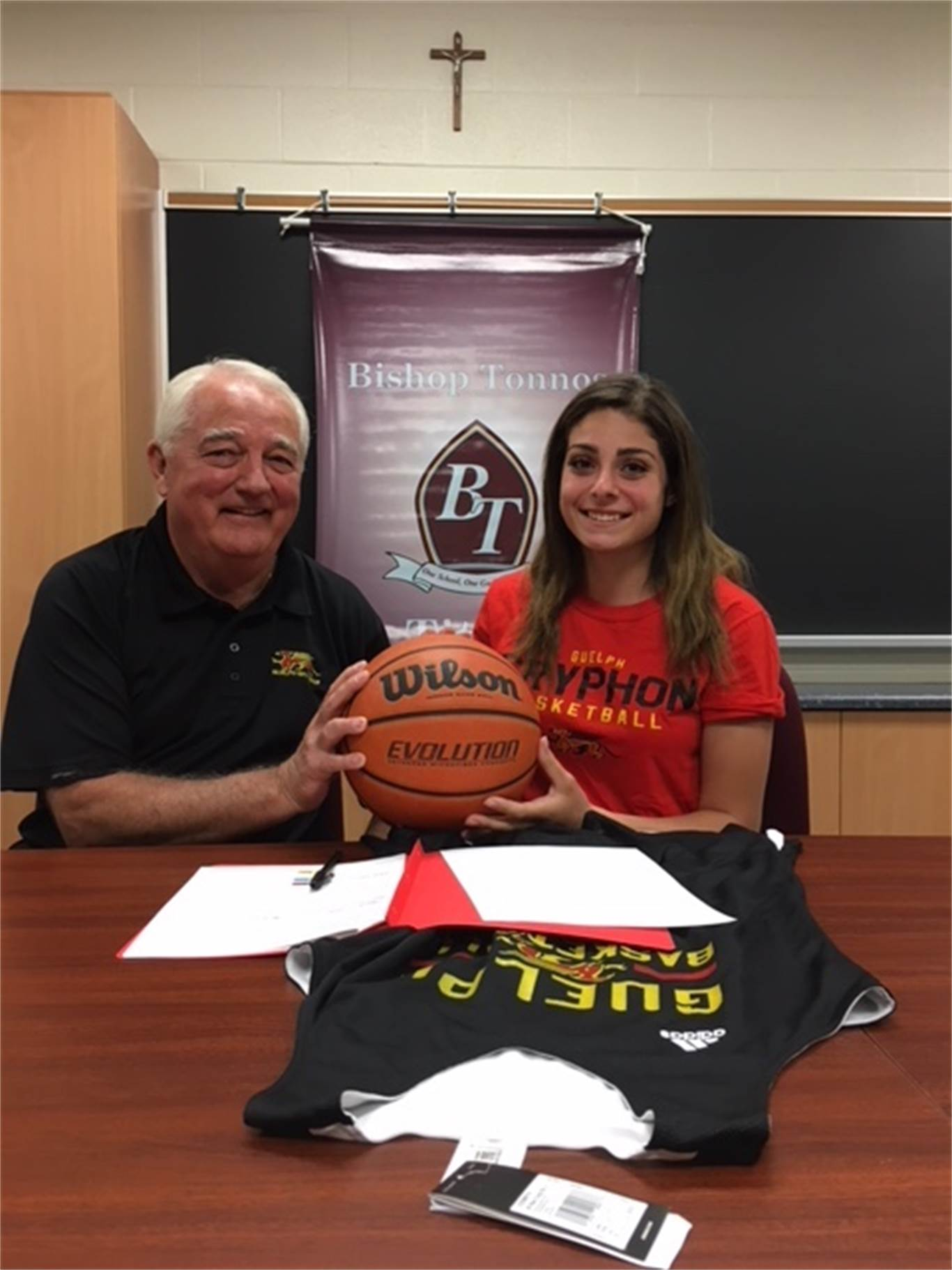 Titans' Natalie Vigna signs with Guelph Gryphons
